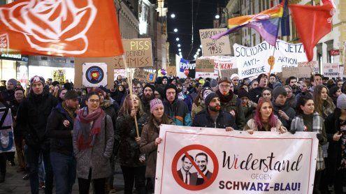 Rund 400 Demonstranten beim steirischen Akademikerball
