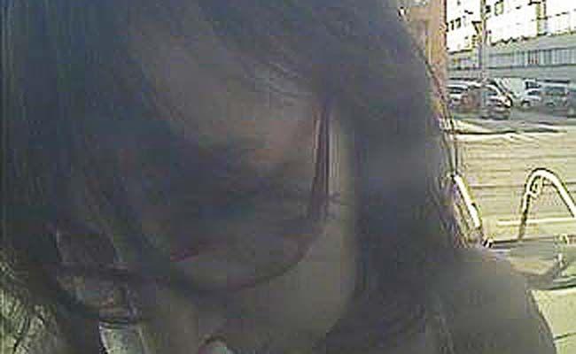 Die Polizei ist auf der Suche nach dieser tatverdächtigen Frau