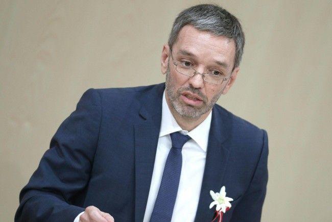 Der neue Innenminister mit seinen Plänen zu Radarkontrollen