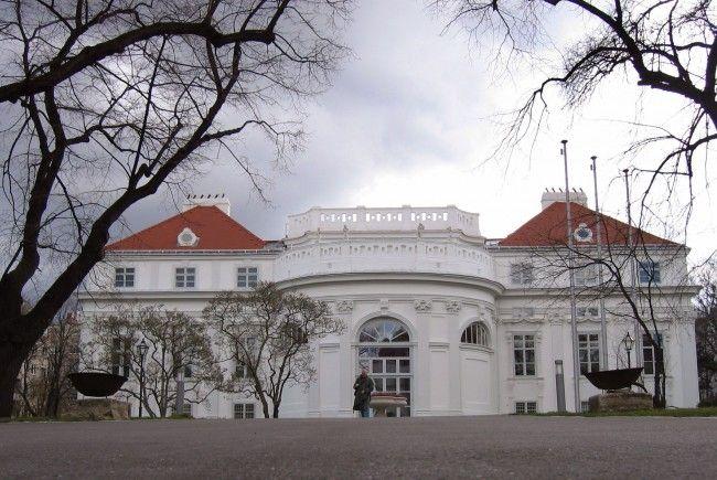 Das Wiener Palais Schönburg wurde wohl in der Nacht auf Samstag mit roter Farbe beschmiert.