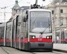 Fußgänger ging bei Rot über den Kärntner Ring: Von Straßenbahn erfasst