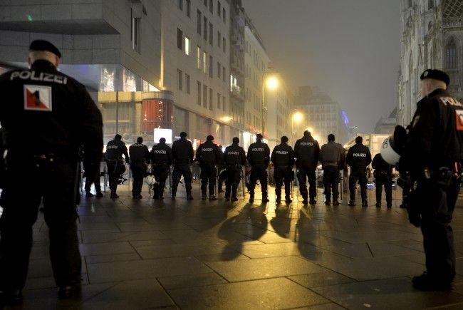 Demo Freitag Wien: LIVE Wiener Akademikerball 2018: Demo, Polizei-Großeinsatz