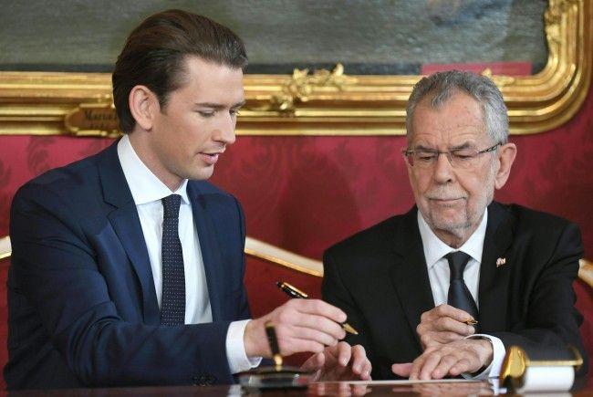 Bundeskanzler Sebastian Kurz (l.) und Bundespräsident Alexander Van der Bellen treffen am Montag zu einer neuen Angelobungsrunde zusammen