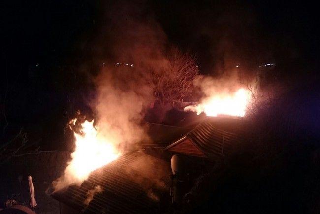 Am Donnerstagmorgen gerieten Hütten eines Kleingartenvereins in Favoriten in Brand.