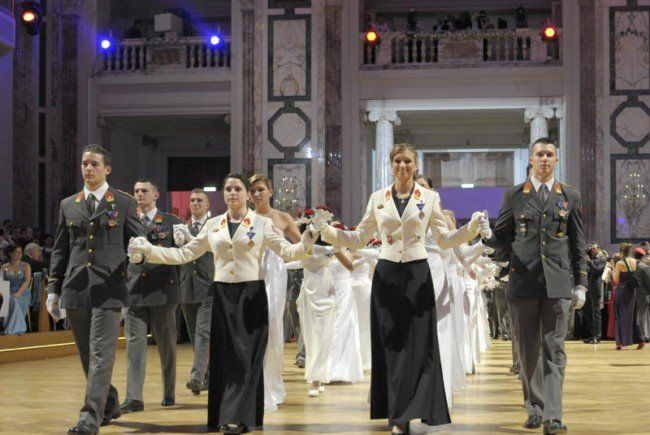 Das österreichische Bundesheer lädt zum Ball der Offiziere in die Wiener Hofburg.