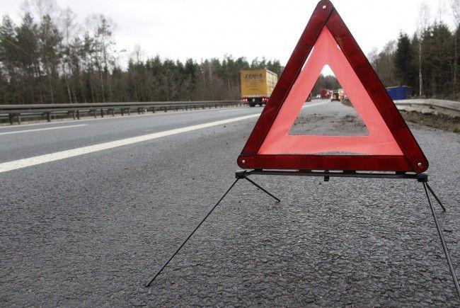 Ein Wahlkampf_Fahrzeug der FPÖ war auf der A1 in einen Unfall verwickelt.