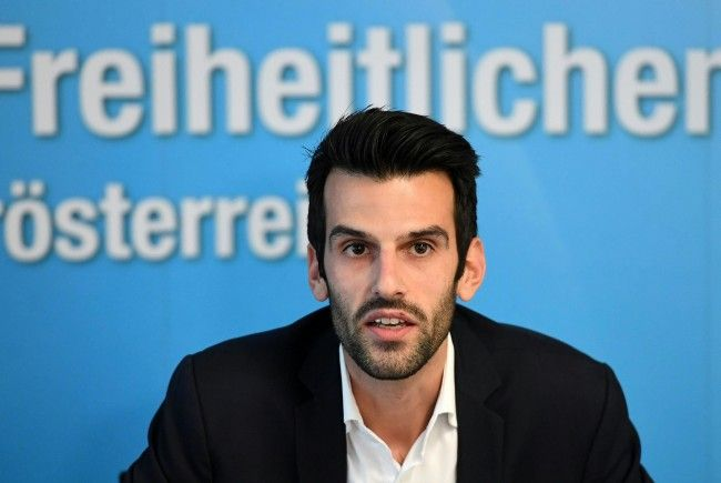 FPÖ-Politiker in Österreich wegen Buchs mit Naziliedern unter Druck