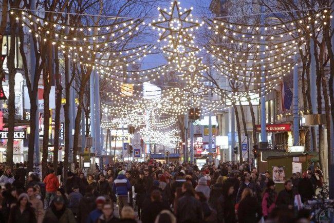 Auf der Wiener Mariahilfer Straße deckten Kontrolleure auf Weihnachtmärkten 14 Fälle von Lohn- und Sozialdumping auf.