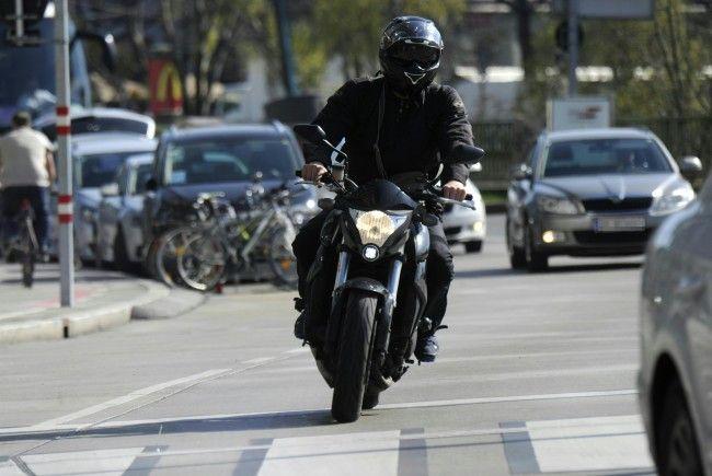 Der Motorradfahrer und sein Beifahrer kamen ums Leben.