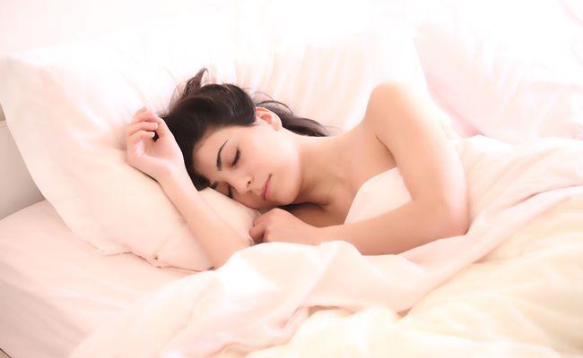Um schneller einzuschlafen, soll es einen einfachen Trick geben.