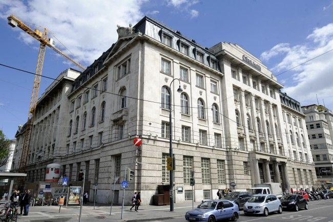 In dem CA-Gebäude (heute Bank Austria) am Schottentor sollen ein Supermarkt, Restaurant und Büros einziehen.