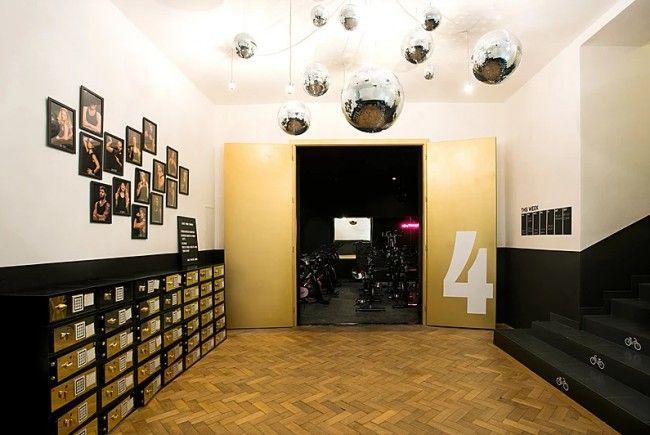 Außen Glamour, innen Disco: So lässt sich das Supercyrcle Studio in 1040 Wien beschreiben.