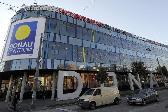 Der 14-jährige Bursche wurde vor dem Wiener Donauzentrum überfallen.