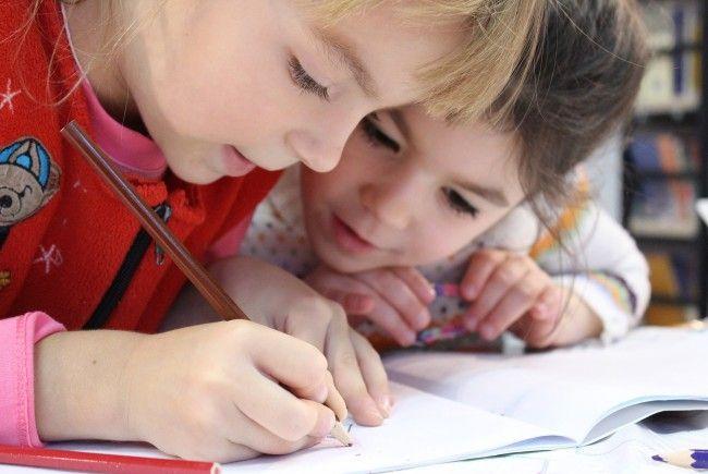 Mit 4 Millionen Euro werden Eltern von Schulern in Volkssschulen, NMS und Polytechnikum entlastet.