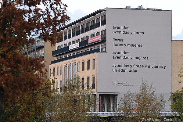 Gomringers Gedicht findet sich seit 2011 auf der Fassade