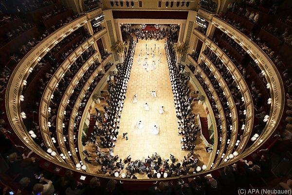 In der Oper wird wieder getanzt und gefeiert