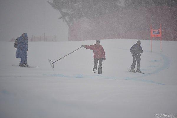 Niederschläge in Garmisch machen Training unmöglich