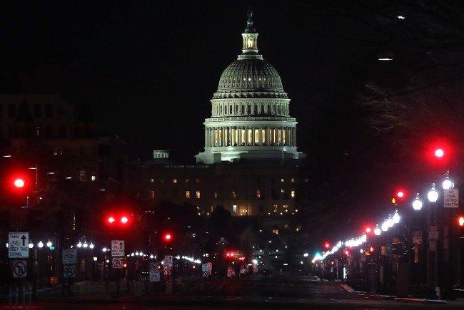Präsident Trump setzt US-Haushaltgesetz in Kraft