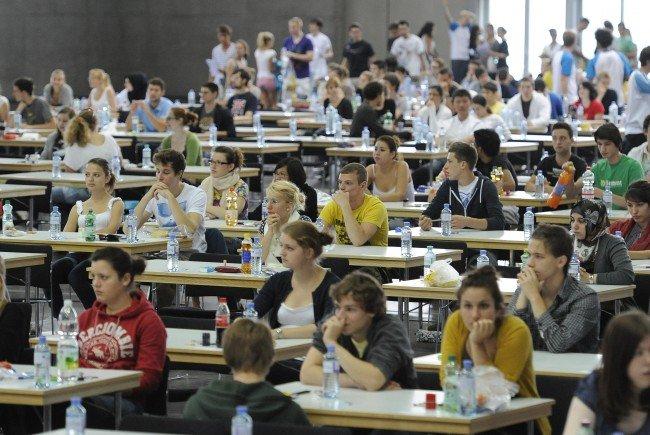 Derzeit gibt es 1.620 Anfänger-Plätze an den Medizin-Unis in Österreich.