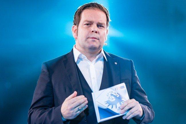 Der Spitzenkandidat der FPÖ Abwerzger kritisiert Platters Schweigen zur Causa ORF Tirol.