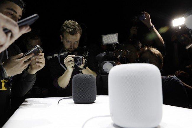 Mit einem Preis von 350 Dollar liegt Apple weit über der Konkurrenz.