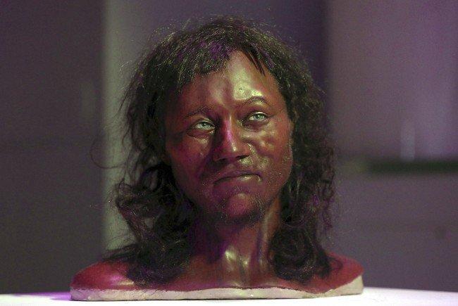 "Dunkle Haut, blaue Augen: Forscher rekonstruieren ""ersten Briten"""