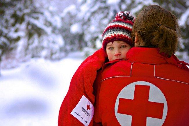 Die eisige Kälte kann rasch gefährlich werden. Das Rote Kreuz gibt wichtige Tipps zum Schutz.