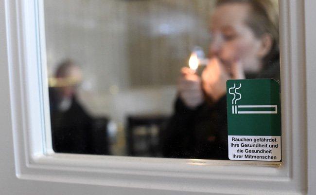 Eine neue Studie hat sich mit dem Rauchverbot in Wiener Lokalen auseinandergesetzt