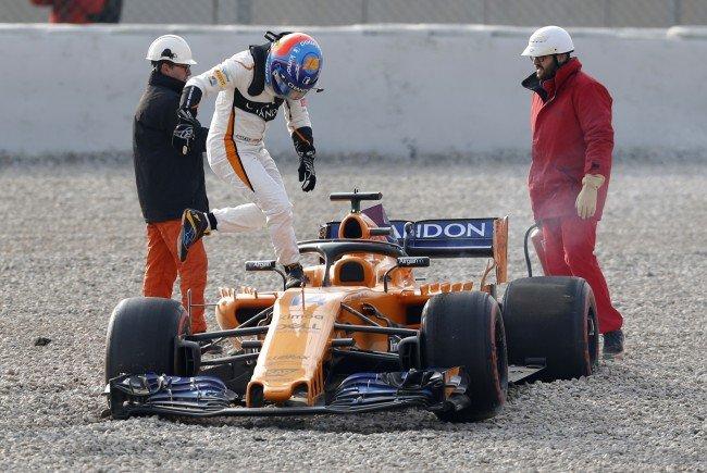 Alonso landet im Kiesbett