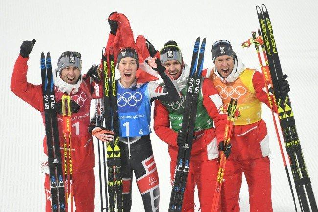 Österreichs Nordische Kombinierer freuen sich über eine Bronze-Medaille