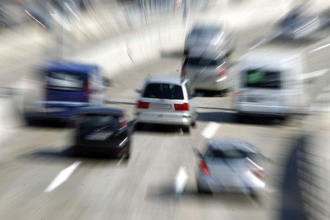 Bei einer Kollision auf der A23 wurde zwei Personen verletzt