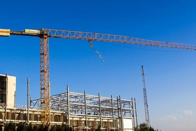 Ein Bauarbeiter starb am Donnerstag bei einem Kran-Unfall in Wien.