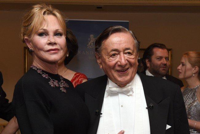 Richard Lugner und Melanie Griffith bei der Abendroben-Präsentation.