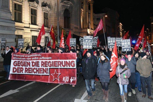 90 Teilnehmer bei der Demo gegen den Wiener Opernball.