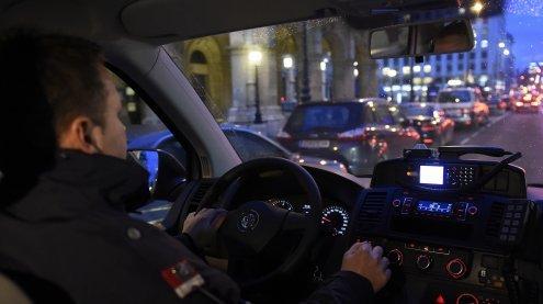 Gruppe Jugendlicher beraubte und bedrohte Männer in Wien