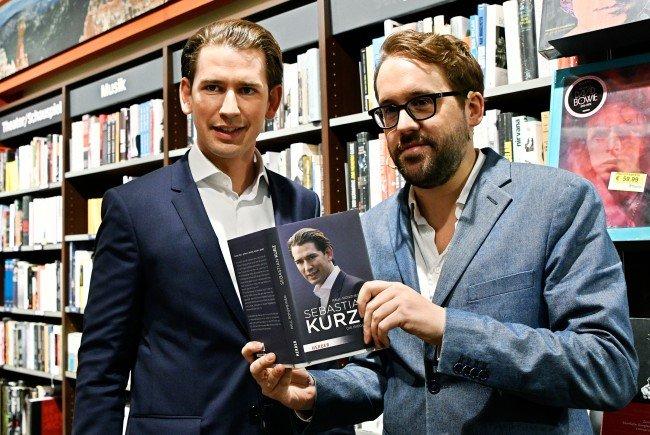 Bundeskanzler Kurz (l.) und Journalist Paul Ronzheimer diskutierten zur neu erschienenen Kurz-Biographie.