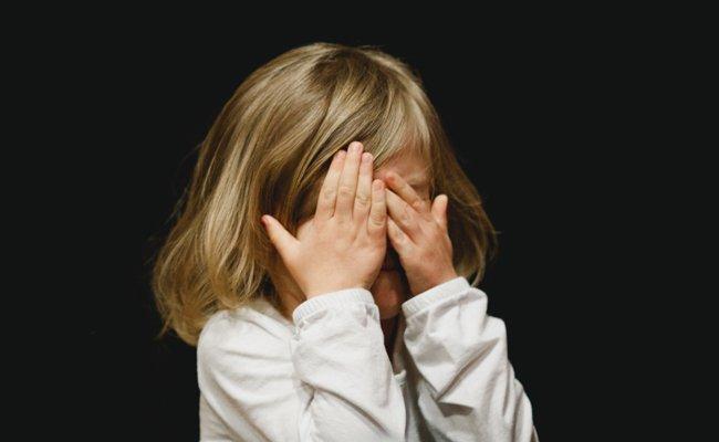 Viele Menschen leiden an Migräne.