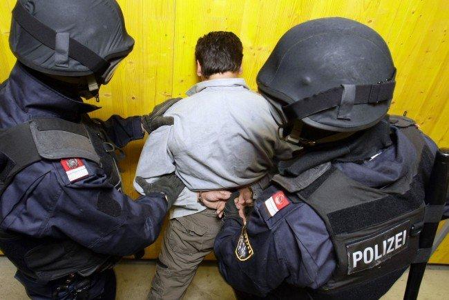 Die WEGA fand in der Wohnung in Wien-Brigittenau mehrere Drogen und Drogenutensilien.