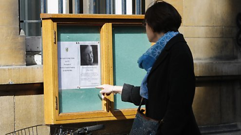Hawking-Asche in Westminster Abbey, Trauerfeier in Cambridge