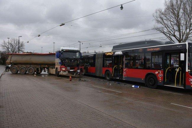 Acht Personen wurden bei dem Unfall in Wien-Donaustadt verletzt.