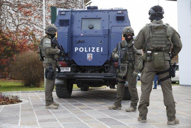 Drei Personen wurden beim Polizeieinsatz in NÖ festgenommen.