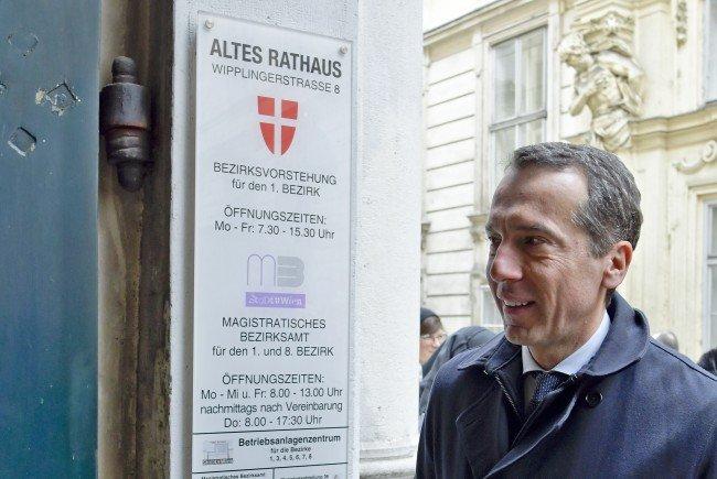 SPÖ-Chef Kern unterschrieb am Mittwoch das Frauenvolksbegehren in Wien.