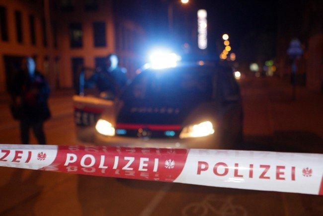 Mann sticht in Wien auf Passanten ein - drei Schwerverletzte