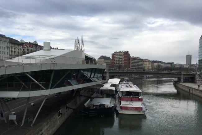Die Donaudampfschiffe werden zurzeit renoviert.