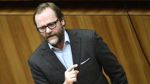 """NEOS üben Kritik an """"schwarzer Esoterik"""" in Salzburger Kliniken"""