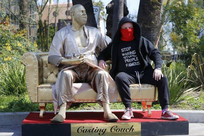 Eine Weinstein-Statue sorgt derzeit in Hollywood für Aufsehen