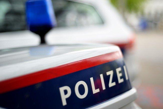 Ein sprengstoffkundiges Organ der Wiener Polizei begutachtete die Granate.