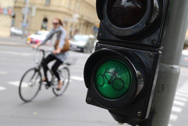 Bei einem Unfall auf dem Uni-Ring wurde eine Radfahrerin verletzt