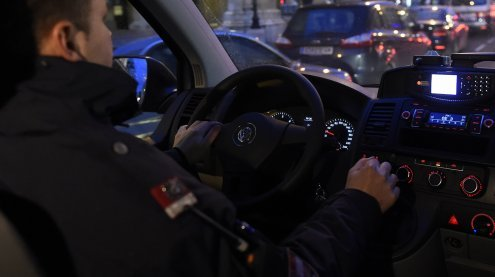 Überfall mit Faustfeuerwaffe in Favoriten: Fahndung nach Täter