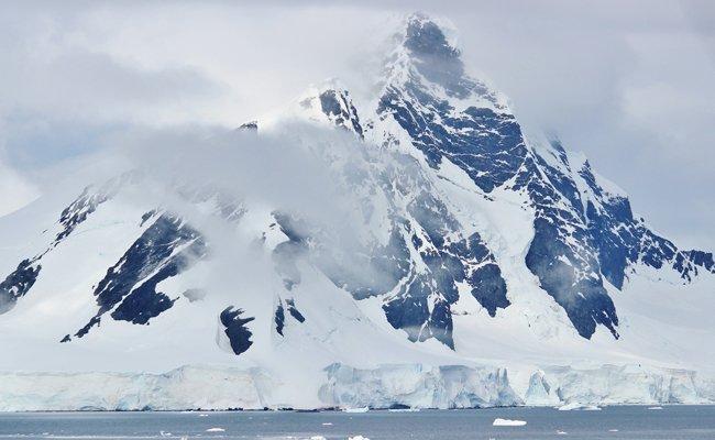 Auf Google-Maps kann man in der Antarktis etwas erkennen.